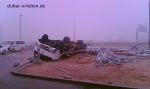 Dubai road unfall überschlag