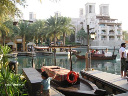 Mina_Al_Salam_Boat